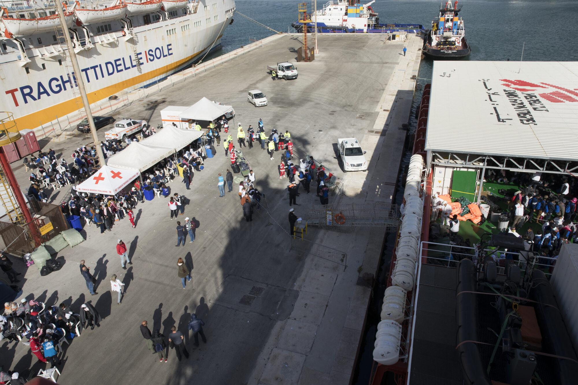 Kuvassa on satama, jonne Välimereltä pelastetut siirtolaiset saapuvat Trapanissa, Italiassa.